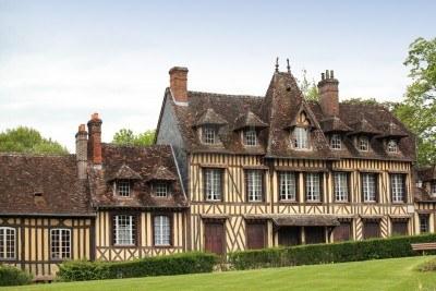 13925720-casa-grande-y-antigua-en-normandia-francia
