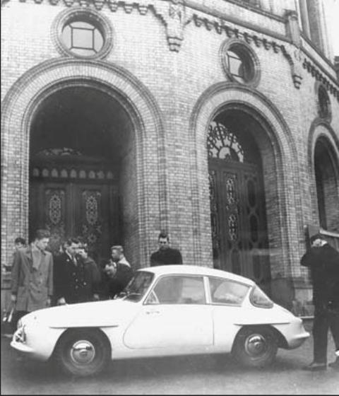 troll-utenfor-stortinget-1957